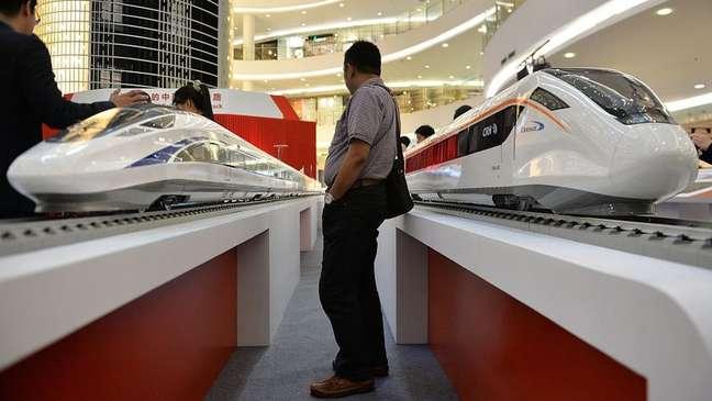 A China e o Japão competiram durante meses pelo projeto da primeira ferroiva de alta velocidade da Indonésia, que unirá a capital Jacarta com a cidade de Bandung, na ilha de Java