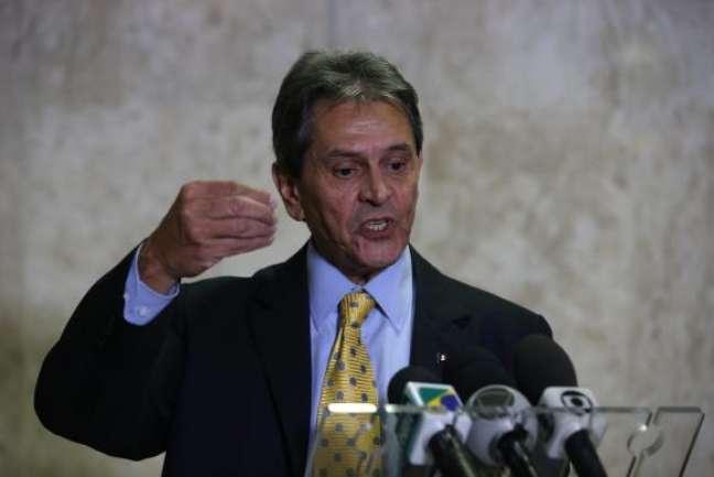 Presidente nacional do PTB, Roberto Jefferson, fala à imprensa após reunião com o presidente Michel Temer