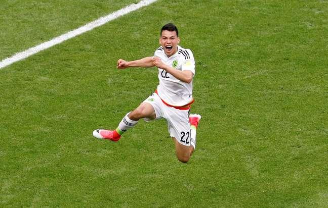 Hirving Lozano comemora seu gol cotra a seleção da Rússia
