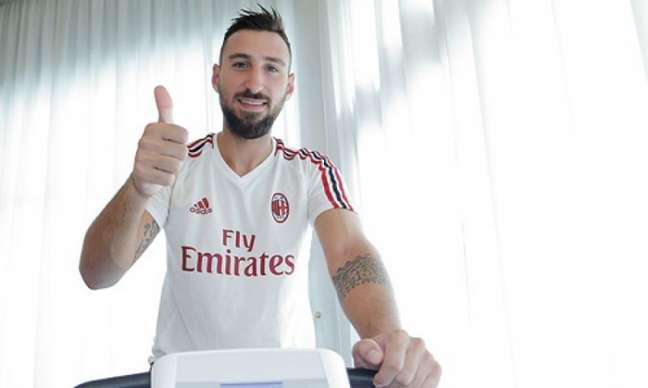Antonio Donnarumma assina com o Milan (Foto: Reprodução/Site Oficial do Milan)