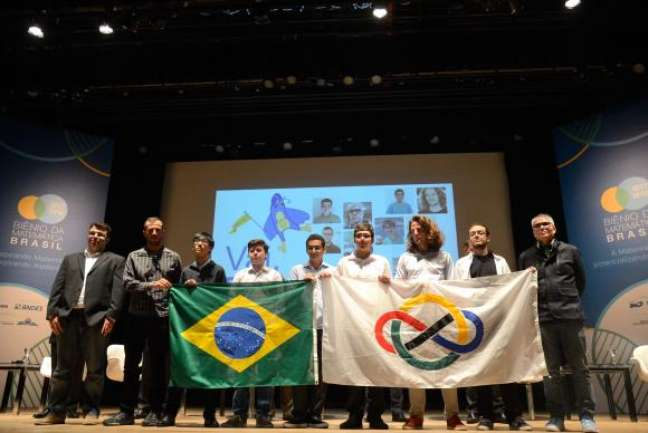 Foto da quipe brasileira que disputou a Olimpíada Internacional de Matemática