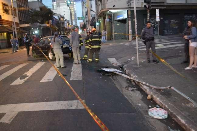 Um carro em alta velocidade atropelou e deixou cinco feridos na rua Augusta, na região central de São Paulo (SP), na madrugada deste sábado (29).