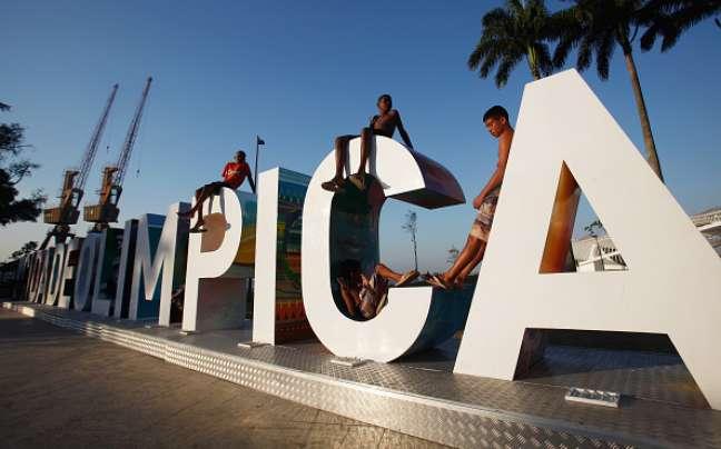 Um ano após o início dos Jogos Olímpicos do Rio, o governo do estado passa por uma grave crise financeira.