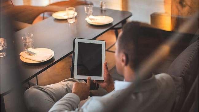 Cesar Nascimento diz que ainda é observado com curiosidade quando vai a um restaurante caro