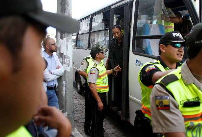 Membro de tripulação chinesa detido por pesca ilegal nas ilhas Galápagos, Equador 25/08/2017 REUTERS/Daniel Tapia