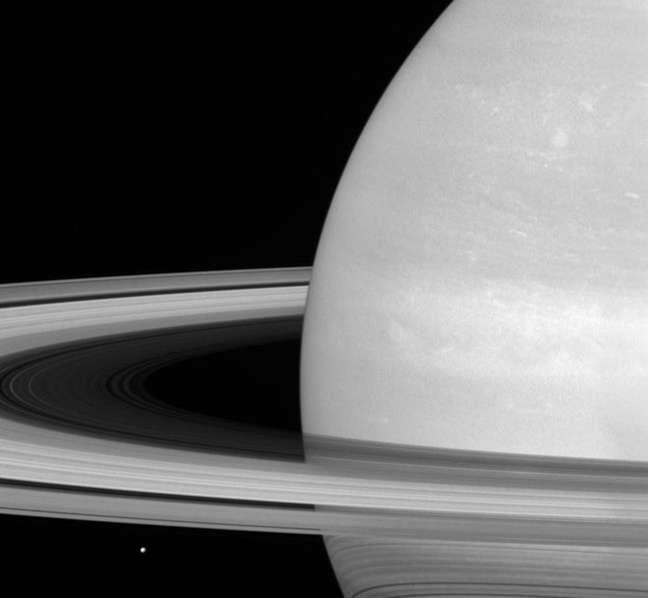 """Os famosos círculos ao redor do sexto planeta do Sistema Solar podem ter sido formados há """"apenas"""" 100 milhões de anos."""