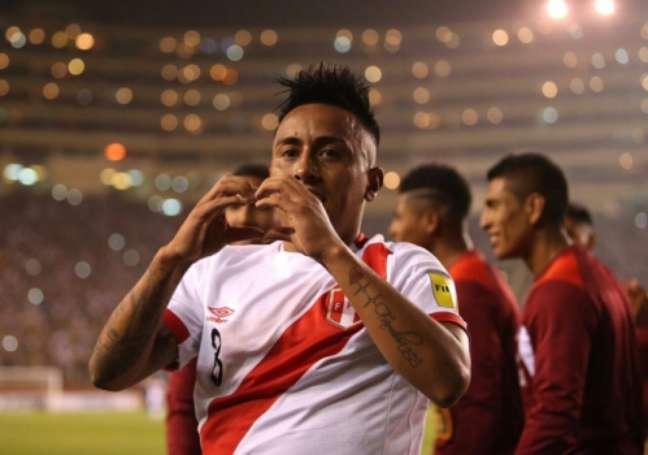 Cueva marcou golaço pelo Peru na última quinta