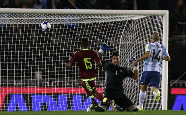 Jhon Murillo marca para a Venezuela contra a Argentina pelas Eliminatórias da Copa da Rússia