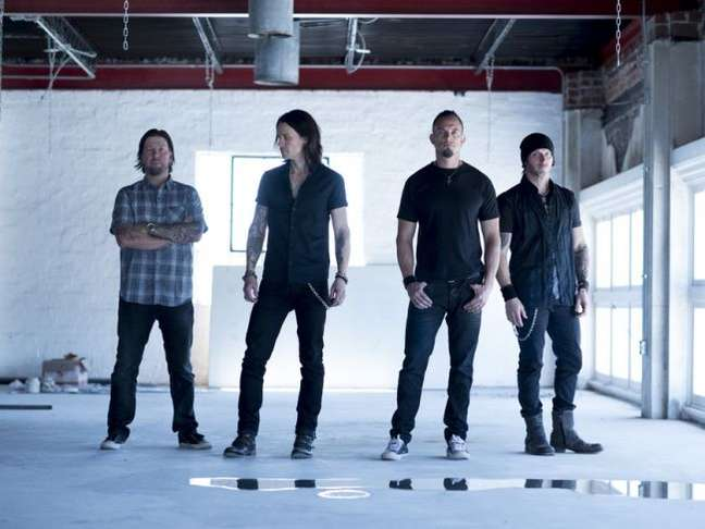 Pela primeira vez no Brasil, o grupo Alter Bridge vai levantar o público com rock pesado no quinto dia de festival