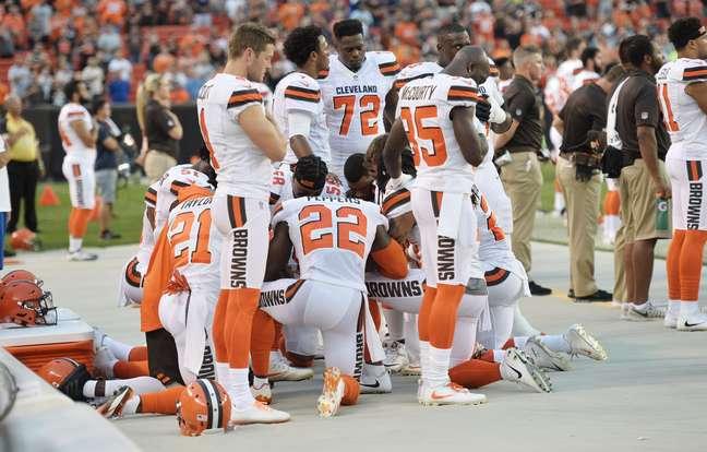 Protesto de jogadores do Cleveland Browns durante hino nacional