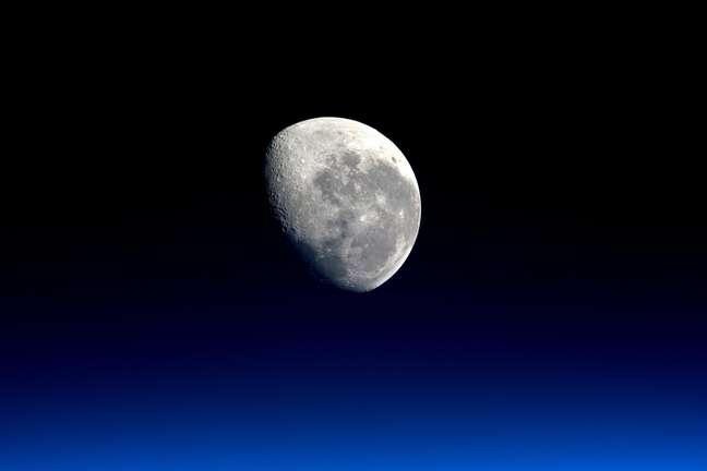 Lua vista a partir da Estação Espacial Internacional