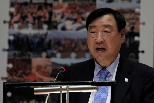 Presidente e CEO do Comitê Organizador da Olimpíada de Inverno de Pyeongchang de 2018, Lee Hee-beom, durante coletiva de imprensa, em Olímpia, na Grécia 23/10/2017 REUTERS/Costas Baltas