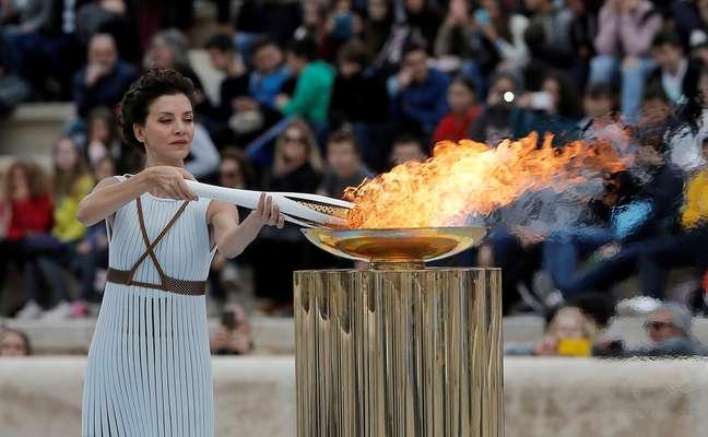 Chama da Olimpíada de Inverno de Pyeongchang 2018 é entregue aos organizadores dos Jogos em Atenas 31/10/2017  REUTERS/Costas Baltas