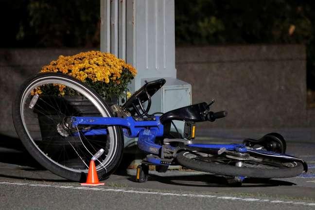 Bicicleta é vista em ciclovia, após ataque com caminhonete em Manhattan, Nova York 01/11/2017 REUTERS/Andrew Kelly