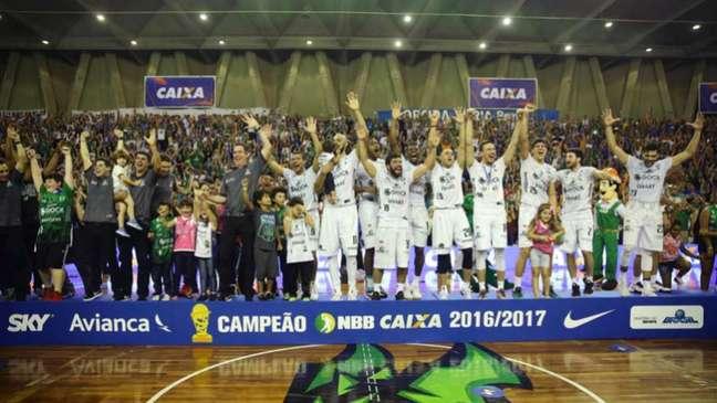 Atual campeão do NBB, o Bauru abrirá o NBB 10 contra o Paulistano Divulgação