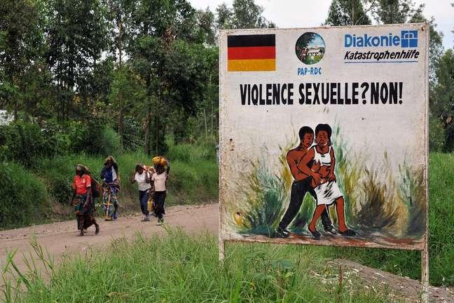 Cartaz com ilustração contra violência sexual