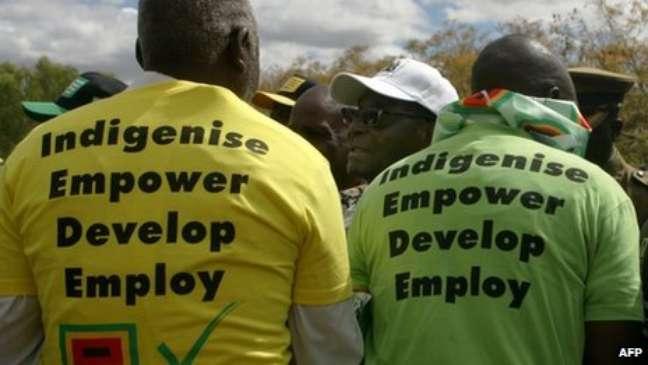 Mugabe diz que está lutando pelos direitos do povo negro do Zimbábue