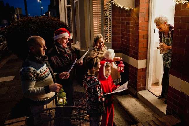 O sentido das serenatas natalinas é reforçar os valores cristãos, com muita alegria e amor ao próximo.