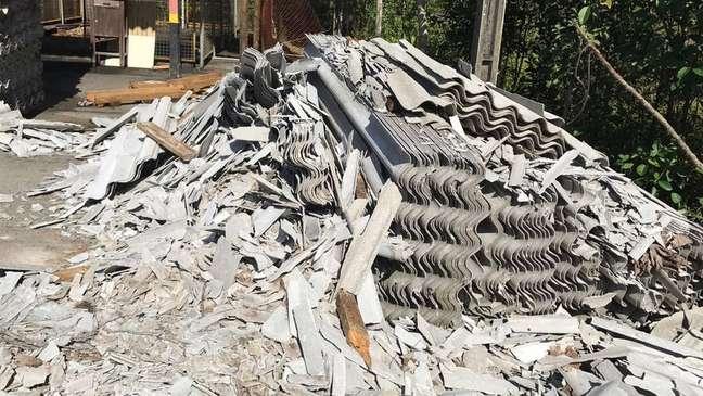 Inspeção em fábrica baiana encontrou telhas de amianto quebradas dias antes de julgamento sobre o tema no STF   Foto: Ministério Público do Trabalho