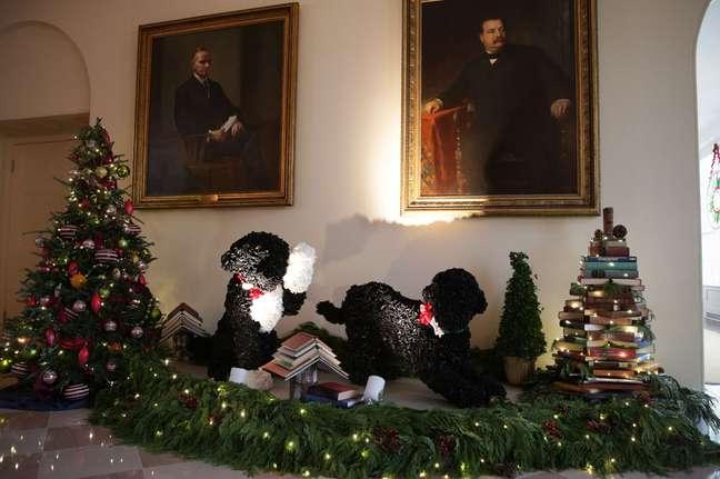 Em 2013, a Casa Branca colocou estas réplicas de Bo e Sunny na decoração de Natal