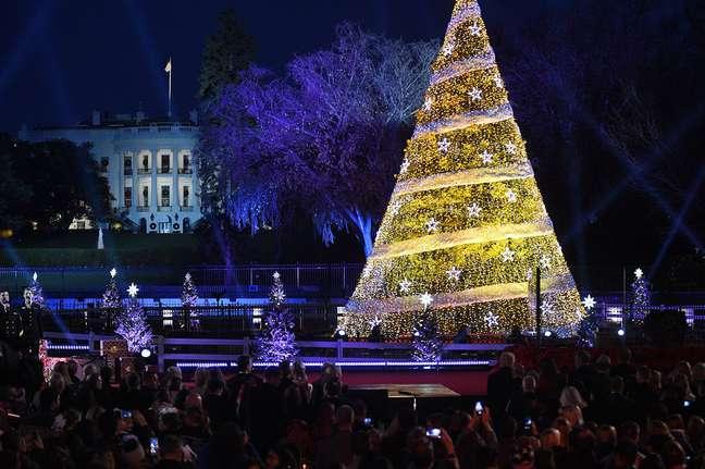 Cerimônia anual da árvore de Natal teve a elegância costumeira