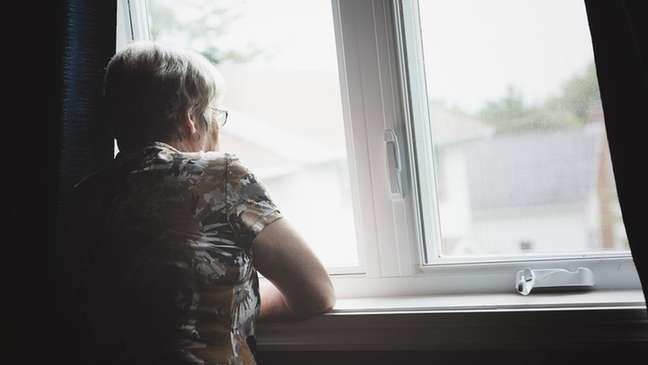 Lembranças de passar a data com a família pioram a solidão que alguns idosos sentem o ano todo