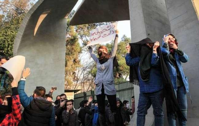 Irã acusa Trump de 'interferência grotesca' em protestos
