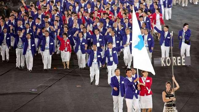 Nos Jogos Olímpicos de 2000 e 2004 (foto), equipes das Coreias do Sul e do Norte marcharam juntas