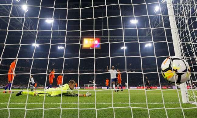 Inglaterra marca contra a Holanda em amistoso