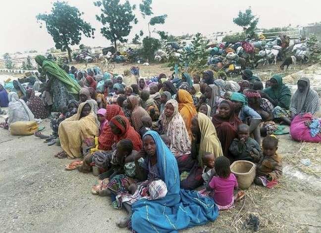 Estudantes sequestradas pelo Boko Haram voltam para famílias