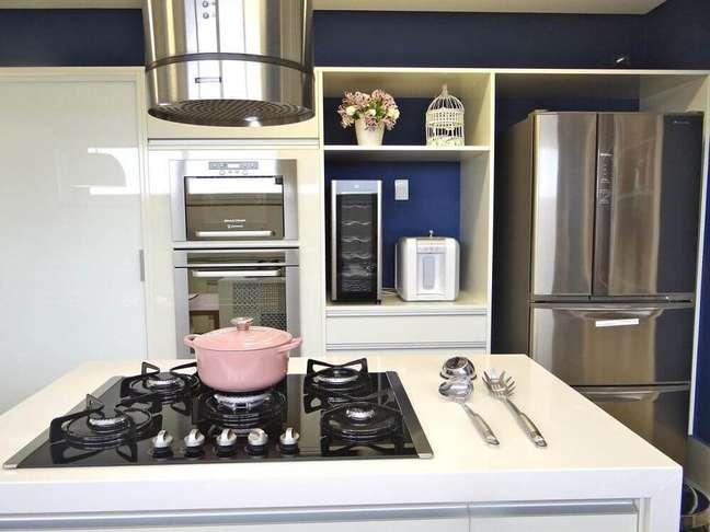 30. O modelo cilíndrico para coifa de cozinha garante bastante modernidade para o ambiente