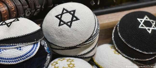 Relatório afirma que judeus estão evitando usar em público símbolos que os identifiquem