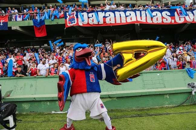 Ave símbolo do Estado, a gralha azul é o animal que o Paraná Clube adotou como mascote.