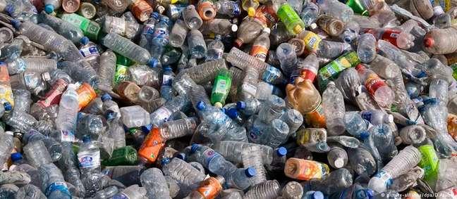 Enzima descoberta acidentalmente poderá facilitar reciclagem de plástico