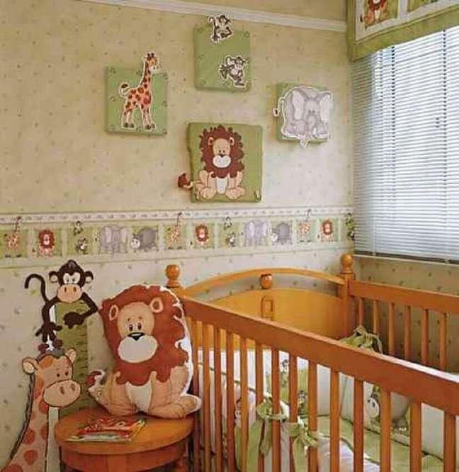 54. O safári é muito utilizado como tema de papel de parede infantil para quarto de bebê