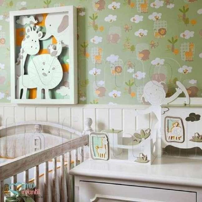 29. Quarto de bebê com papel de parede com tema de safári