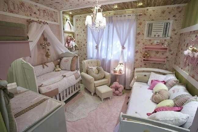 8. Estampa floral para papel de parede para quarto de bebê feminino