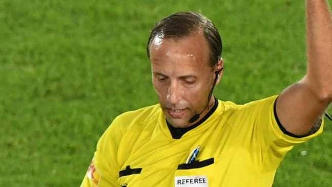 O árbitro uruguaioDaniel Fedorczuk foi considerado o grande vilão da partida (AFP)