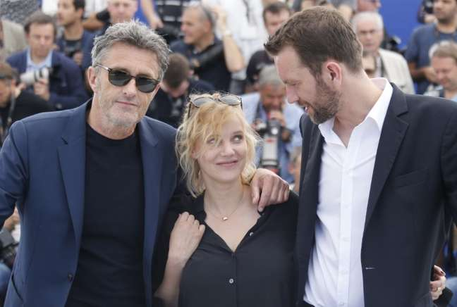 Diretor Pawel Pawlikowski e atores Joanna Kulig e Tomasz Kot no Festival de Cannes. REUTERS/Regis Duvignau