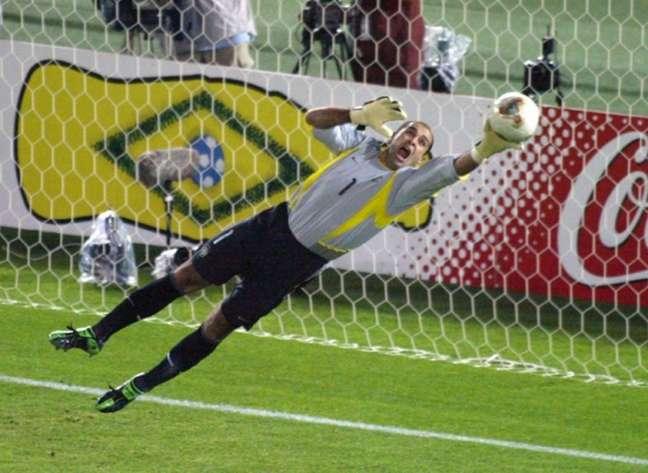 Marcos teve papel importante na campanha do título do Brasil em 2002 (Foto: AFP / DAMIEN MEYER)