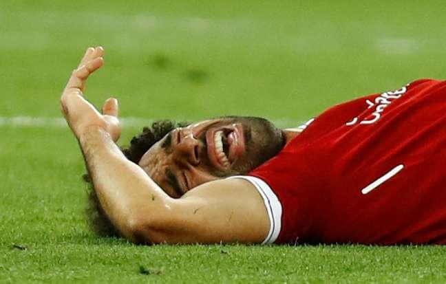 Mohamed Salah, do Liverpool, sofreu lesão no primeiro tempo da final da Champions contra o Real Madrid e deixou o jogo