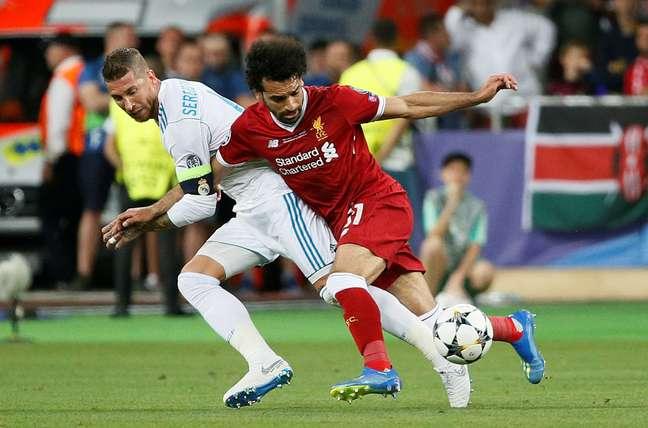 Salah teve lesão no ombro após lance com o zagueiro Sergio Ramos, do Real Madrid, na final da Liga dos Campeões