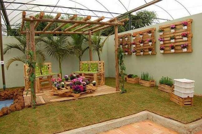 20. O uso de paletes para o jardim é bem comum