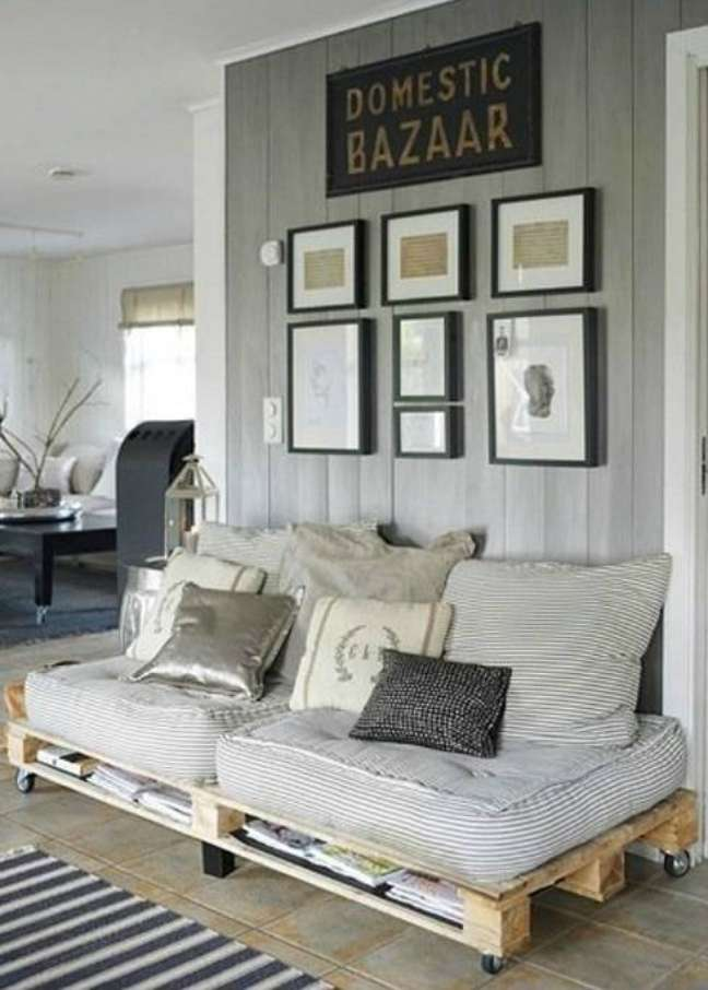 41. O sofá de palete pode ficar no hall de entrada também