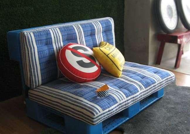 33. O sofá de paletes para as crianças é perfeito, pois é simples e sensorial