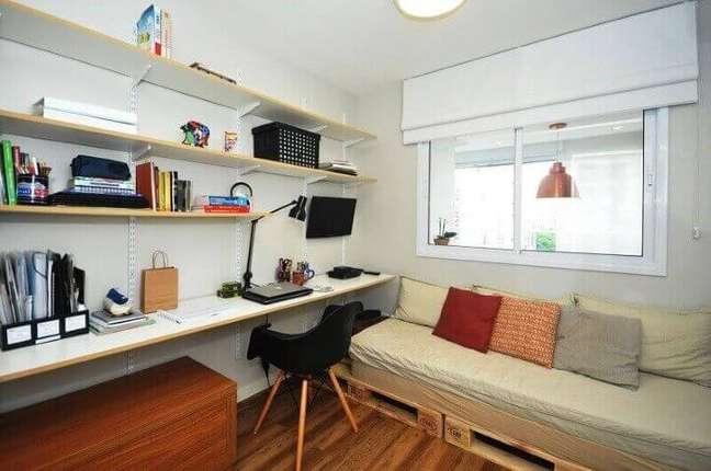 55. Sofá de palete em home office