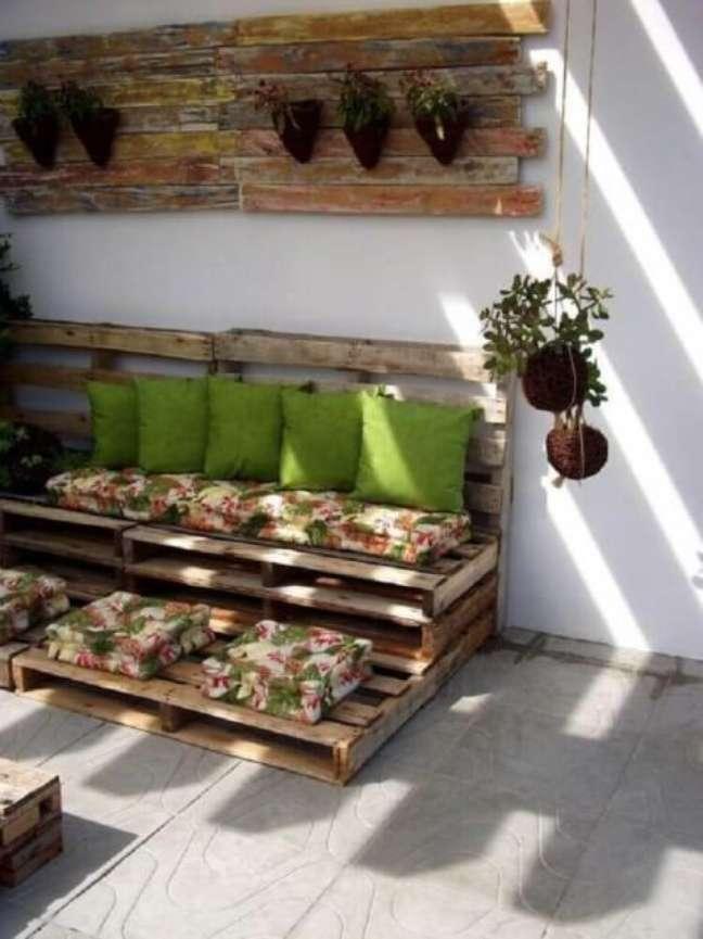 70. Sofá florido na varanda. Projeto de Alessandra Perazzo