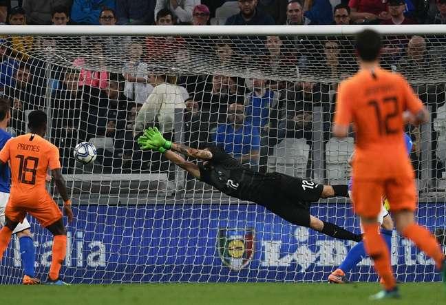 Holanda empatou a partida no fim