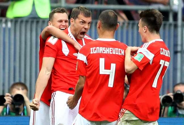 A Rússia ganha por 5 a 0 da Arábia Saudita e começa a Copa com o pé direito