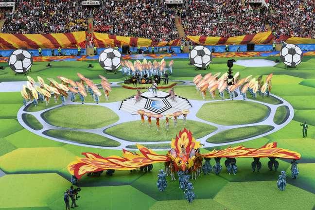 Artistas performam na cerimônia de abertura da Copa do Mundo na Rússia